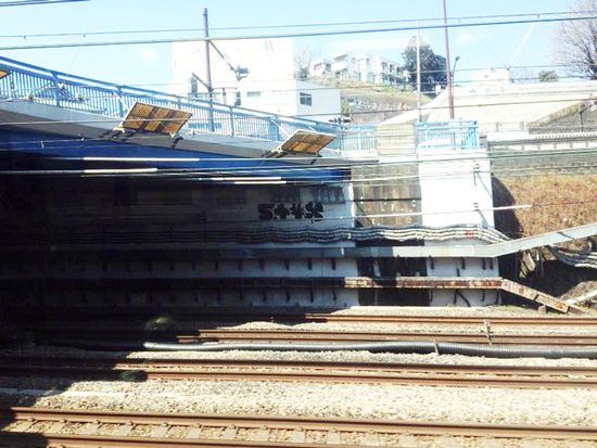 bomb-graffiti-styx-yokohama-station-.jpg