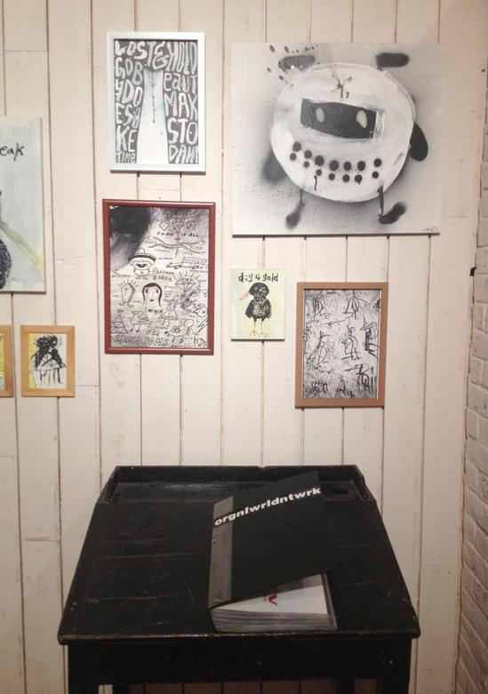 DISKAH-ART-SHOW-MO-ART-DEPO-TOKYO-debolbe-Studio-own-book.jpg
